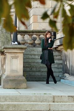 herbst outfit | fall | autumn | look | scarf | schal | strickschal | grau | kleid | dress | green | grün | ankle boots | schwarze | black | fashionblogger | fashion | JustMyself