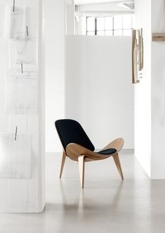 Shell Chair by Hans Wegner | theurbnite.com