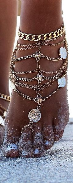Bohemian jewellery often known as boho jewellery has become a very popular type of ornament. Boho jewellery are available in different types. The best part about boho jewelry is that…View Post Body Chains, Body Jewelry Chains, Estilo Hippie, Look Boho, Ruby Earrings, Silver Earrings, Gold Necklaces, Bare Foot Sandals, Summer Jewelry