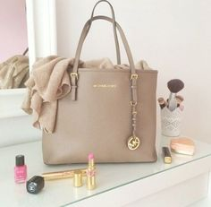 Michael Kors handbag, I actually have this one in black color, #soperfect ~fromg Giuli ortiz