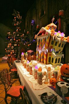 Every Halloween since the Disneyland Resort has a really fun tradition of building a giant gingerbread house in the ballroom scene of Haunted Mansion Holiday. Here's a shot of the gingerbread. Disneyland Halloween, Scary Halloween, Fall Halloween, Disneyland Park, Disneyland California, Halloween Ideas, Halloween Gingerbread House, Christmas Gingerbread, Gingerbread Houses