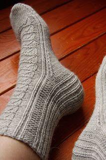 AnniKainen puikoissa: Pitsisukat Lace Socks, Wool Socks, Knitting Socks, Boot Cuffs, Cross Stitching, Handicraft, Mittens, Ravelry, Needlework