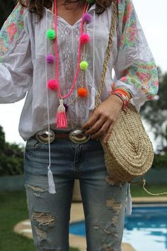 Me gusta mucho, tengo un collar de este estilo, me hace falta una blusa Bono ...