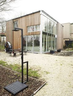 Detached House in Uccle / L'Escaut Architectures--like the materials for the exterior, not the outdoor shower.