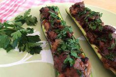 Zucchini Boote mit frischem Koriander