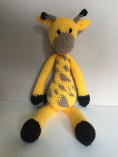 Very cute giraffe from Edwards  Menagerie by Kerry Lord  #edsanimals opted to use a very bright yellow which I think works really well