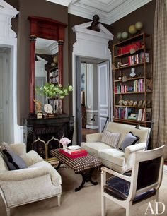 French-influenced home in Chicago designed by Jean-Louis Deniot via Architectural Digest. Parisian Apartment, Paris Apartments, Apartment Design, Apartment Interior, Apartment Ideas, Jean Louis Deniot, Louis Xvi, Architectural Digest, Interior Exterior