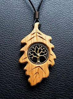 Todchic, Magische Zauberwelt, Holz, Amulett, Lebensbaum im Eichenblatt