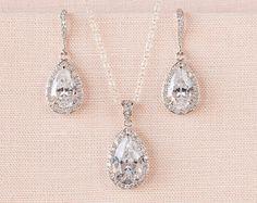 Crystal Bridal Earrings. Crystal wedding by CrystalAvenues on Etsy