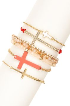 Trend Alert: Hand Jewelry