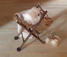 Weathered laundry trolley with peg basket 1:12