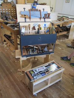 The Dutch Campaign Tool Chest - Popular Woodworking Magazine
