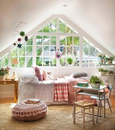 bedroom / loft / window