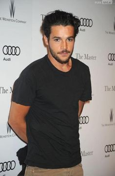 Christopher Abbott quitte Girls Black t shirt simple