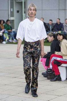 London Fashion Week Mens, Mens Fashion, Male Fashion Trends, Male Model, Harem Pants, Runway, Spring Summer, Rose, How To Wear