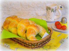 Erika konyhája: VAJAS KIFLI - LAKTÓZMENTES Hot Dog Buns, Hot Dogs, Bagel, Bread, Food, Brot, Essen, Baking, Meals