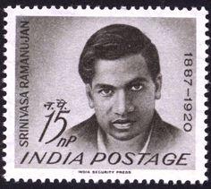 Srinivasa Ramanujan Nacido en 1887, Ramanujan era un joven y excéntrico estudiante indio que vivía en la oscuridad en la ciudad de Kumbakonam, en el estado de Tamil Nadu. Nacido con unas notables habilidades analíticas, a la edad de 13 años había ideado su propio esquema para calcular los dígitos de pi que aún está en uso en la actualidad