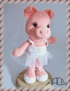 Crochet Pig, Crochet Animals, Crochet Dolls, Amigurumi Patterns, Amigurumi Doll, Crochet Patterns, Crochet Barbie Clothes, Holiday Crochet, Cute Crafts
