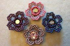 Flower tute includes directions for incorporating the chanton into the center as well as the petals. by Beads for Becs. #Seed #Bead #Tutorial