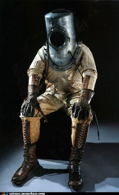 Vintage space suit … looks like it was the right decision to save it for later in the closet of the inventor. Just sayin'! Vintage space suit … looks like it was the right decision to save it for later in the closet of the inventor. Just sayin'! Diving Helmet, Diving Suit, Scuba Diving, Diesel Punk, Deep Sea Diver, Style Steampunk, Steampunk Gadgets, Vintage Space, Neo Victorian