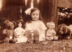Girl with her toys and teddy c. 1900s - (Via)