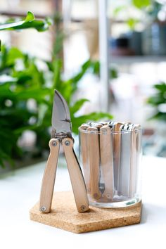This pocket-sized Pruner Multi Tool is composed of beechwood and stainless steel. Use the remaining tools for a variety of other household tasks. Survival Tools, Survival Prepping, Garden Soil, Gardening For Beginners, Cool Tools, Can Opener, Household, Stainless Steel