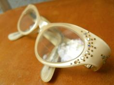 cats-eye glasses- YES- yes- I would rock these