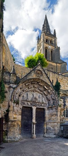 The medieval town of Saint Emilion, Aquitaine region, France Places To Travel, Places To See, The Places Youll Go, Chateau Bordeaux, Bordeaux France, Travel Around The World, Around The Worlds, Saint Emilion, Ville France