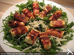 Fried sheep's cheese wrapped in bacon on arugula parmesan salad – Sabine Schr Gebratener Schafskäse im Speckmantel auf Rucola-Parmesan-Salat Fried sheep's cheese wrapped in bacon on arugula and parmesan salad 2 Appetizer Recipes, Salad Recipes, Healthy Recipes, Simple Appetizers, Seafood Appetizers, Cheese Appetizers, Party Appetizers, Party Snacks, Bacon Frit