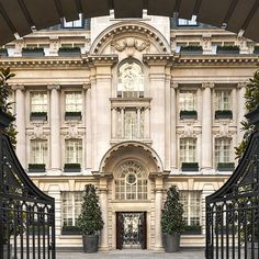 The Rosewood Hotel, housed in a stately Edwardian edifice near Convent Garden, is undeniably stunning.