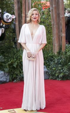 Kate Hudson Box Clutch - Kate Hudson paired her lovely gown with a ribbed box clutch by Lee Savage.