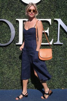 Sienna Miller Looks So Damn Good All the Time, Does Not Like Avocado - (by Jean Catuffe/GC Images) - Date Night Outfit Summer, Summer Outfits, Classy Casual, Casual Looks, Sienna Miller Style, Fashion 2020, Tokyo Fashion, Fashion Pictures, Spring Summer Fashion