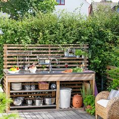 Get our best ideas for outdoor kitchens, including charming outdoor kitchen decor, backyard decorating ideas, and pictures of outdoor kitchen. Inspired by these amazing and innovative outdoor kitchen design ideas. Outdoor Kitchen Sink, Small Outdoor Kitchens, Outdoor Sinks, Outdoor Kitchen Design, Outdoor Spaces, Outdoor Living, Kitchen Decor, Outdoor Decor, Simple Outdoor Kitchen