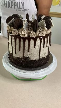 Cake Decorating Videos, Birthday Cake Decorating, Cake Decorating Techniques, Cake Decorating Frosting, Chocolate Drip Cake Birthday, Chocolate Birthday Cake Decoration, Pretty Birthday Cakes, Birthday Cake For Guys, Boyfriend Birthday Cake