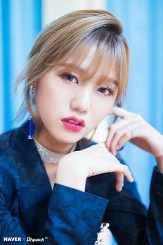 Mimi oh my girl Kpop Girl Groups, Korean Girl Groups, Kpop Girls, Love Photos, Girl Photos, Sistar, Windy Day, G Friend, Alexandra Daddario