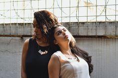 Colar Triângulos Mutáveis | Modelos: Ana Carolina Monteiro,  Larissa Ohana | Fotografia: Victor Tadeu | Styling: Larissa Ohana