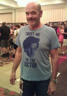 The Doctor (Star Trek Voyager) wearing a Doctor Who shirt. Love.