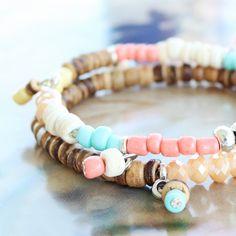 Caribische sieraden met kokos kralen en kleurige kralen