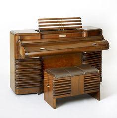 Story & Clark, Storytone Piano, 1939. Walnut Veneer. RCA Victor, USA. Via Wolfsonian.
