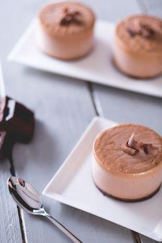 Terminate in bellezza una cena in compagnia dei vostri amici con un dolce al cucchiaio super goloso, il #semifreddo al #cioccolato! ( #chocolate semifreddo) #Giallozafferano #recipe #ricetta #dessert #icecream