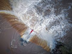 Feast your eyes on some of the best drone photos ever taken. Some of the coolest pictures and aerial drone images you've ever seen. Photography Contests, Aerial Photography, Creative Photography, Amazing Photography, Street Photography, Drones, Drone Quadcopter, Photo Ours, Photo Ciel