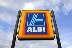 discount supermarket Swansea, UK: May Commercial sign of ALDI Store against a blue sky. ALDI is a large discount supermarket chain with app. 4200 stores in Germany. It specializes in lower priced products. Aldi Store, Grocery Store, Aldi Offers, Keto Shopping List, Shopping Carts, Commercial Signs, Green Girl, Taste Of Home