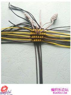 House of Macrame: cara membuat gantungan kunci macrame model lebah Macrame Bag, Macrame Knots, Macrame Tutorial, Insects, Diy, Creatures, Bracelet, House, Key Chains
