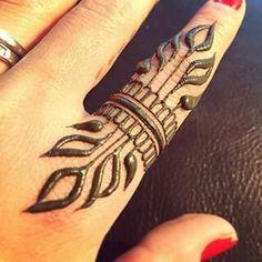 Easy finger henna