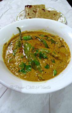 Hyderabadi Mirchi ka Salan/How to make Mirchi ka Salan South Indian Vegetarian Recipes, Indian Veg Recipes, Indian Dessert Recipes, Paneer Recipes, Curry Recipes, Veg Biryani Recipe Indian, Rice Recipes, Comida India, Veg Curry