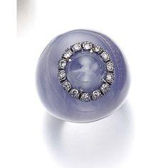 La bague Bonbon de Suzanne Belperron Star Sapphire, diamond and chalcedony ring 1961