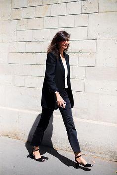 Vogue Es - À bout de souffle - Street Style Paris Couture Week  day 2 by Vogue Spain shot by Josefina Andrés - Emmanuelle Alt