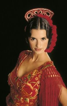Visit Andalusia and experience a Flamenco! Shows in Málaga, Córdoba and Jerez. Penelope Cruz, Spanish Dance, Spanish Woman, Look Fashion, Retro Fashion, Classy Fashion, Petite Fashion, Winter Fashion, Spanish Actress