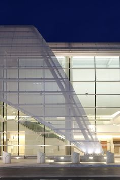 White painted perforated metal Norman Y. Mineta San Jose International Airport Terminal B, San Jose, California Fentress Architects Airport Architecture, Light Architecture, Concept Architecture, Architecture Design, San Jose International Airport, San Jose Airport, Airport Design, Airport Lounge, Innovation Centre