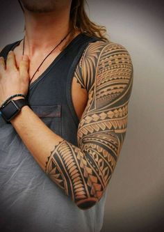 tatouage avant bras homme tribal polynésien art dessin tatouage
